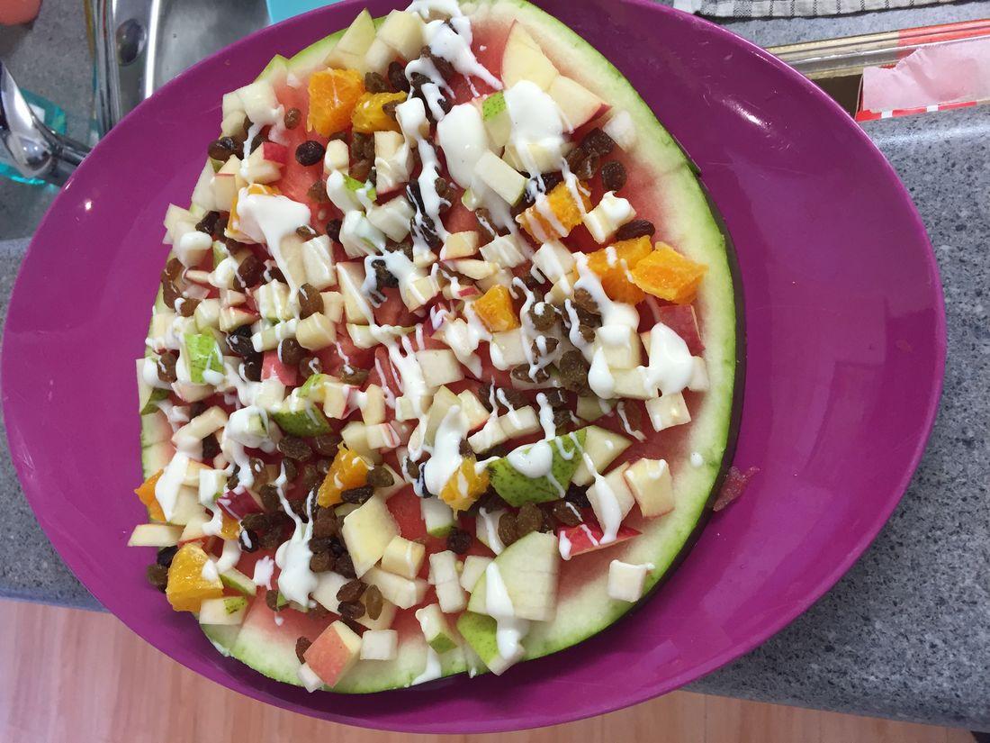A summer fruit pizza